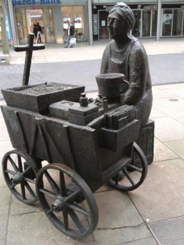 Bronzefiguren in der Fußgängerzone