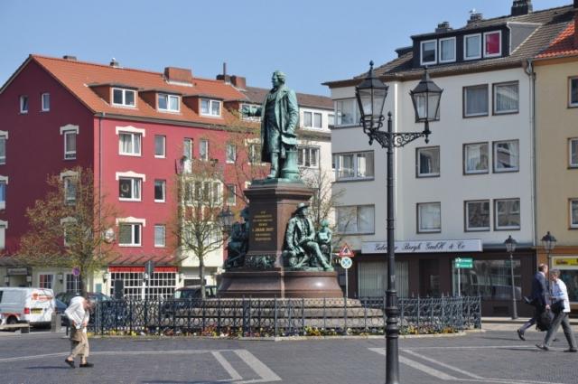 Denkmal Bürgermeister Smidt gegenüber dem Stadttheater