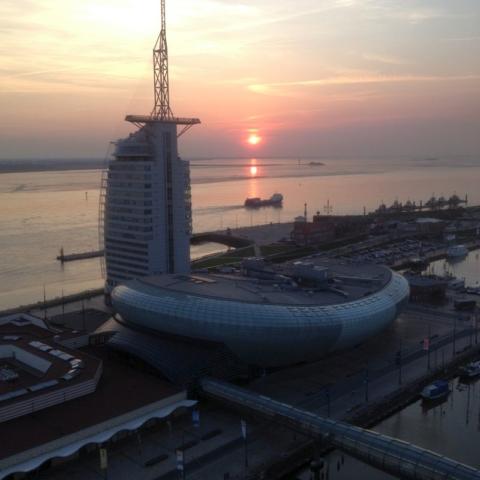 Ein Schiff verläßt Bremerhaven
