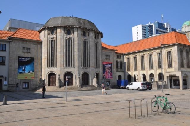 Stadttheater in der Fußgängerzone
